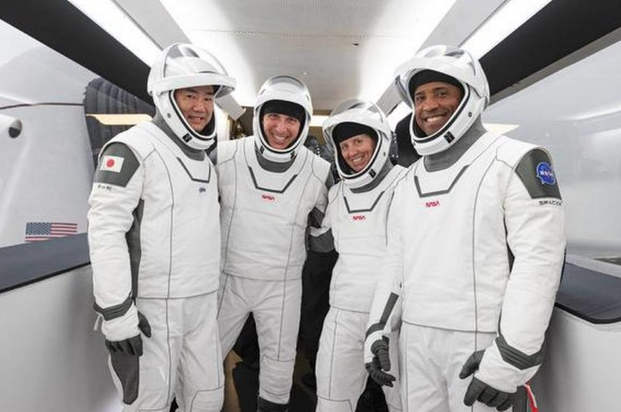 The SpaceX capsule with 4 astronauts reached the space station