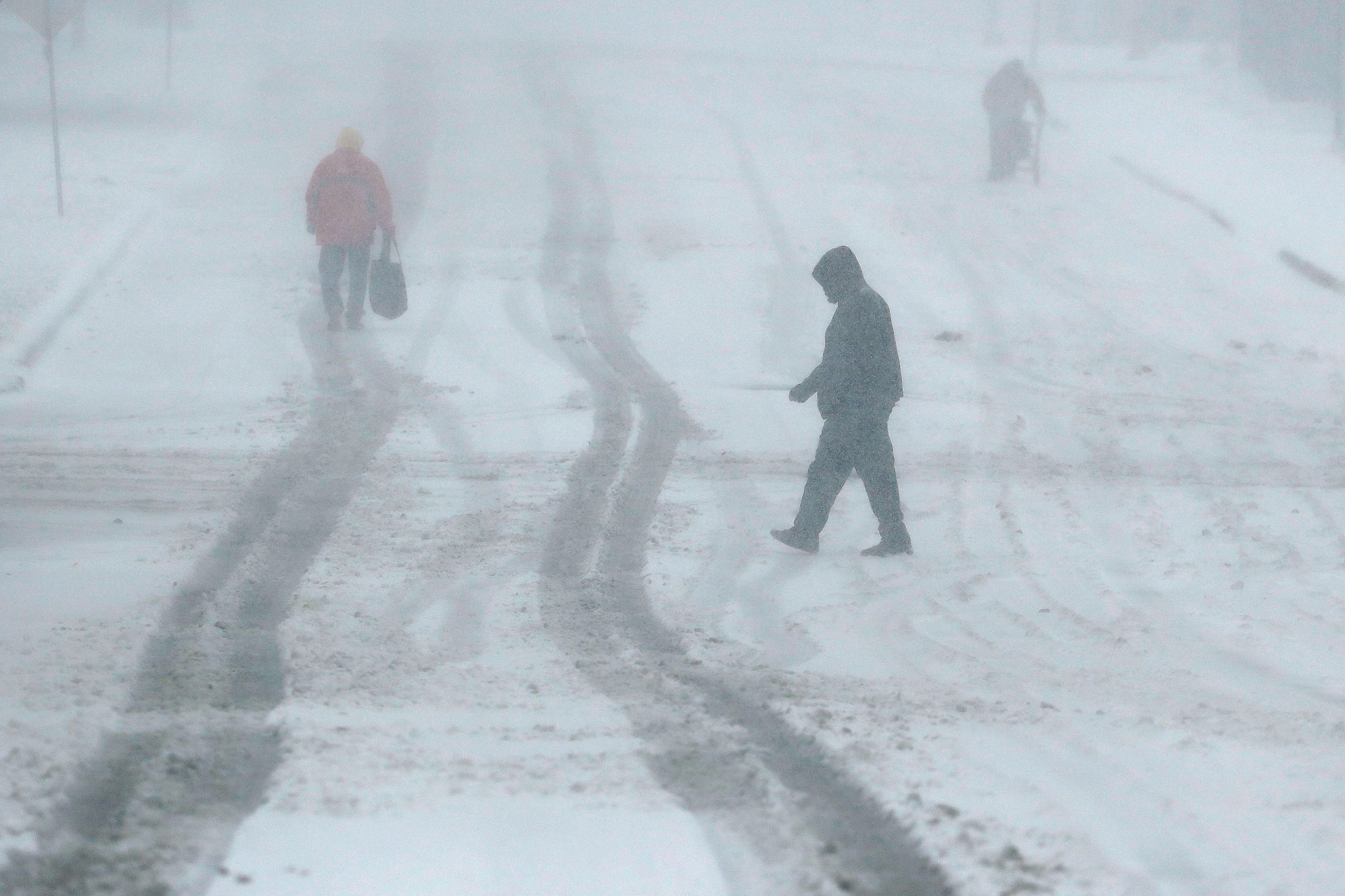 In Chicago snowstorm, Perilous Travel, 'close to whiteout conditions' reported